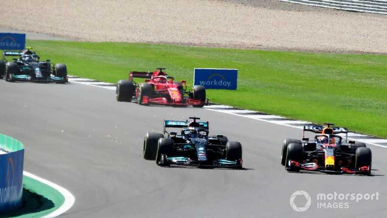 Lewis Hamilton and Max Verstappen battle at British GP 2021