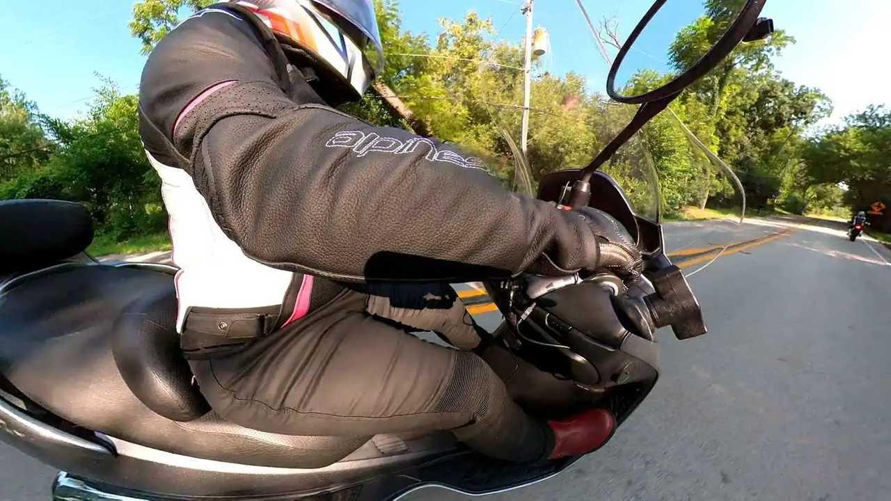 Pando Moto Kusari Kev 02 Jeans - Right Side On Bike
