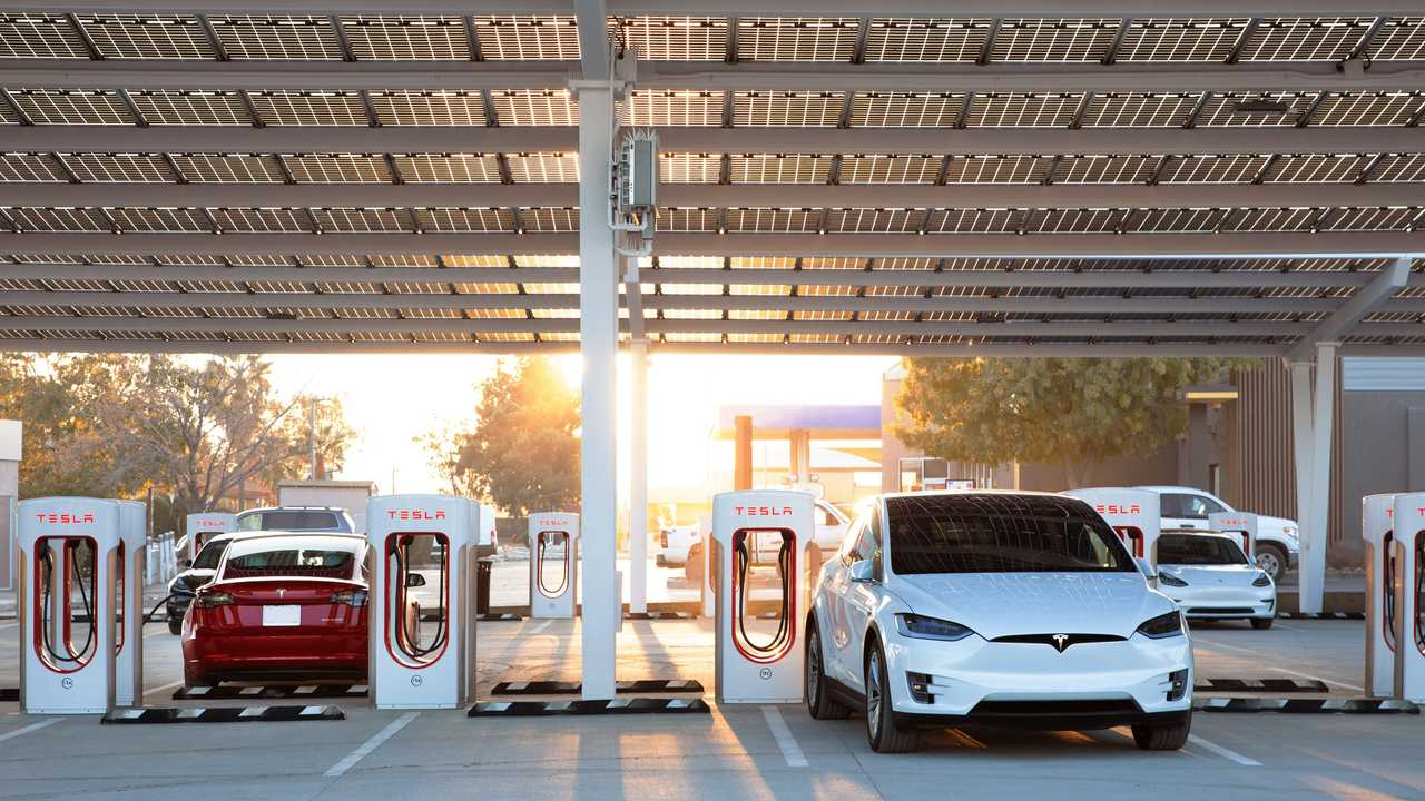 Tesla Supercharger 2