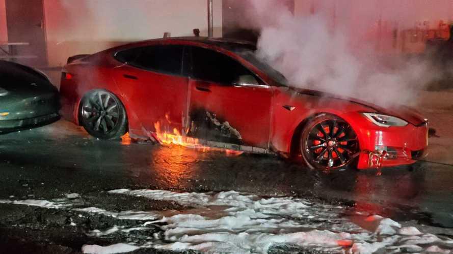 Csúnyán kiégett egy Tesla Model S P100D az Egyesült Államokban