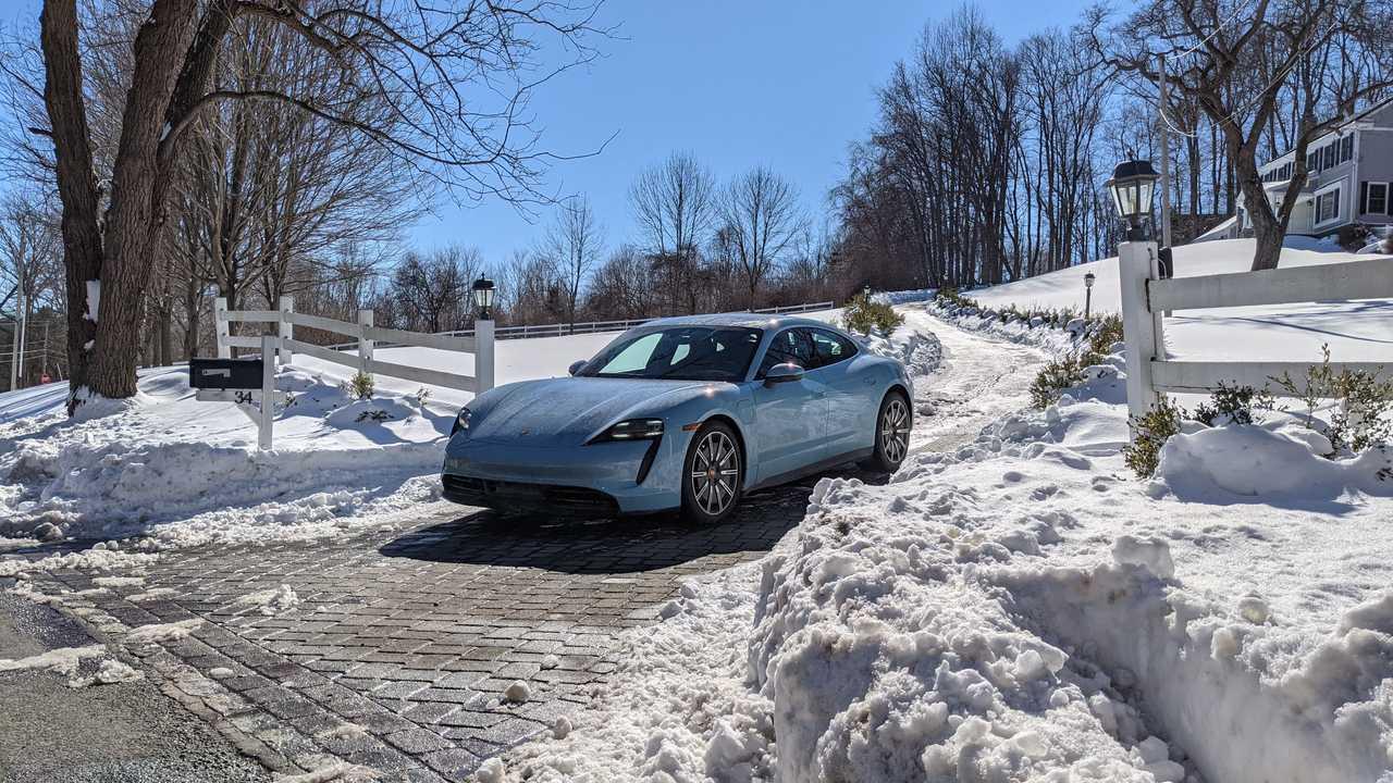 Porsche Taycan 4S snow