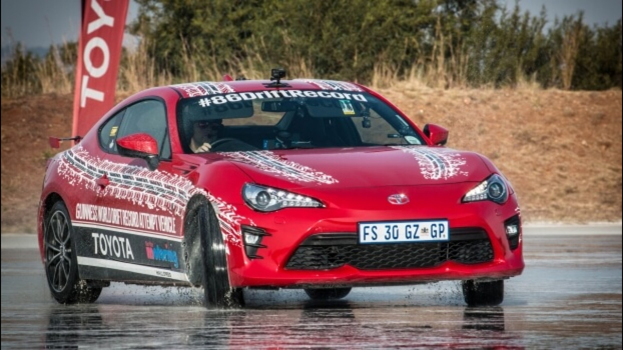 [Copertina] - Toyota GT86, è suo il record mondiale di drifting [VIDEO]