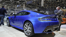 Aston Martin Vantage S on the track [videos]