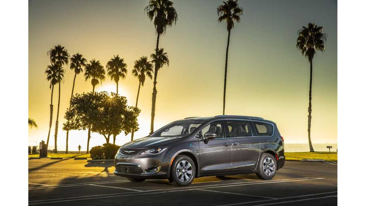 Chrysler Pacifica Hybrid arrives in early 2017