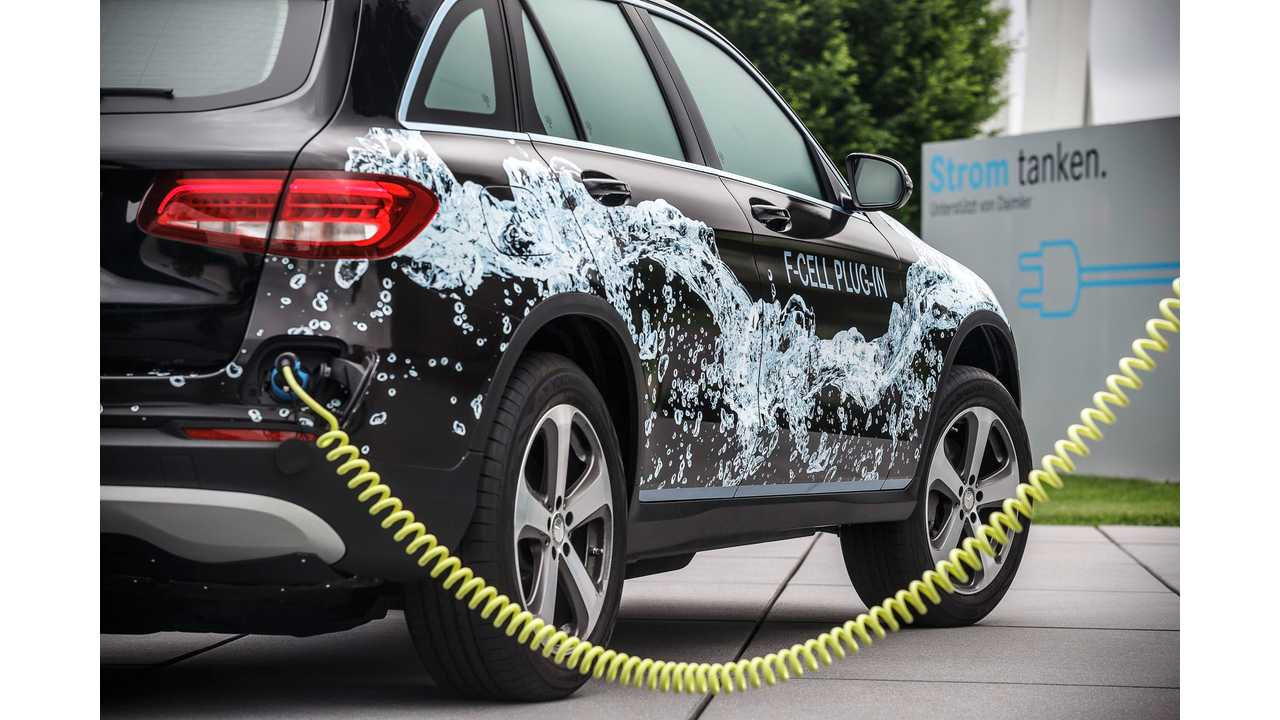 The next generation Mercedes-Benz fuel cell electric vehicle: Mercedes-Benz GLC F-CELL prototype. Not only can the GLC F-CELL be refuelled with hydrogen in under three minutes at an appropriate filling station: convenient external charging of its high-voltage battery is also possible.