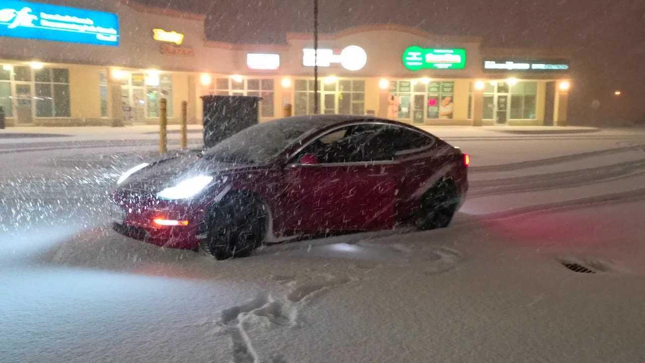 Tesla Model 3 Winter Tire Test With Rear-Wheel Drive