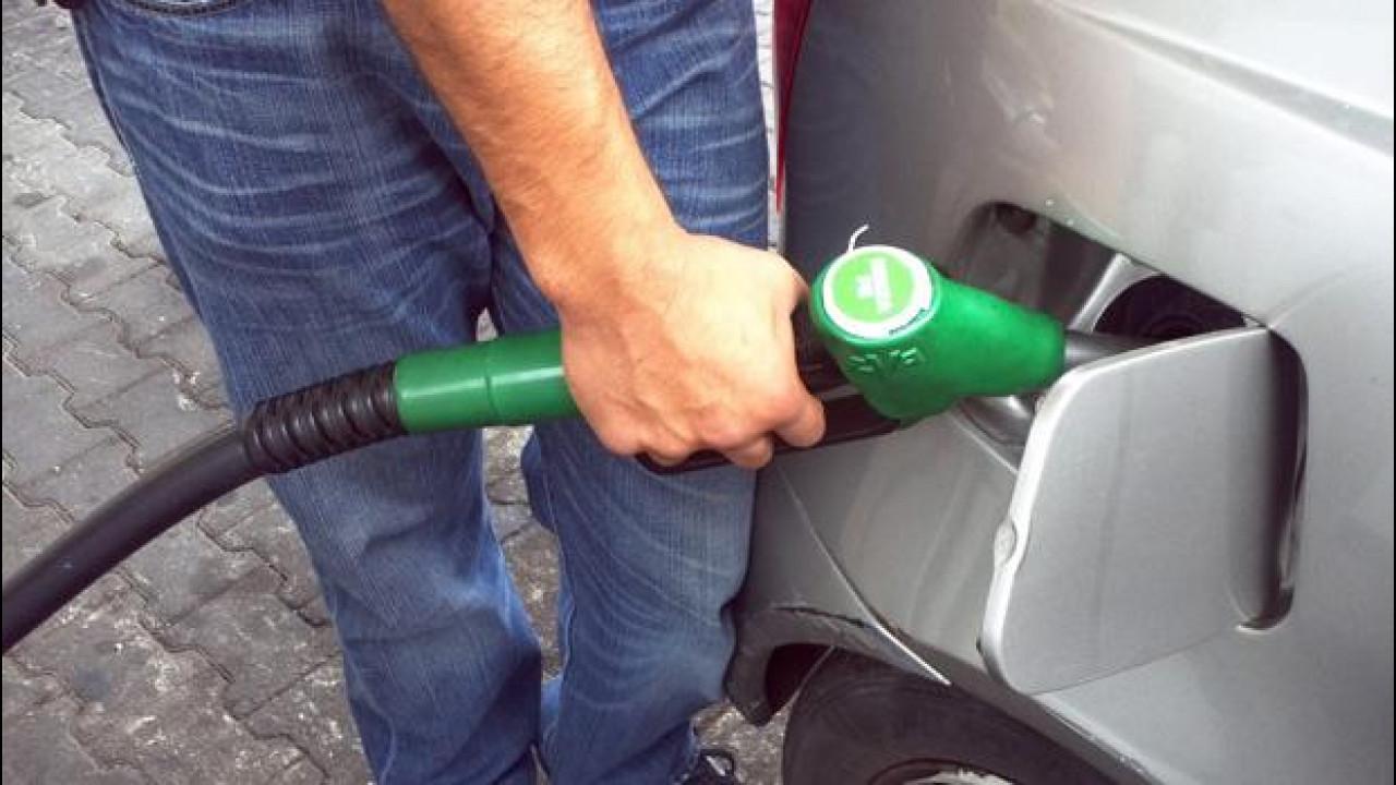 [Copertina] - Tasse sulla benzina: l'Italia è ancora prima in Europa