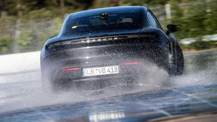 Porsche Taycan bate recorde mundial com drift de 42 km!
