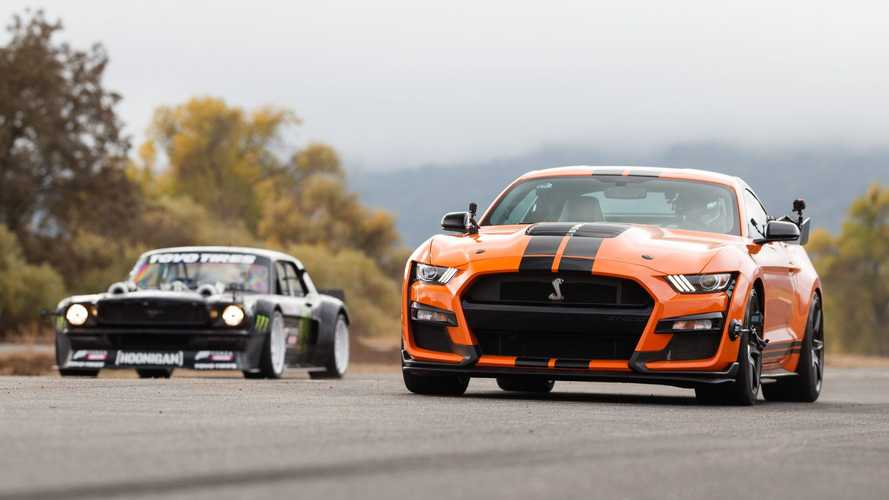 Ford Shelby GT500 fights Hoonicorn Mustang in 2,200 bhp drag race