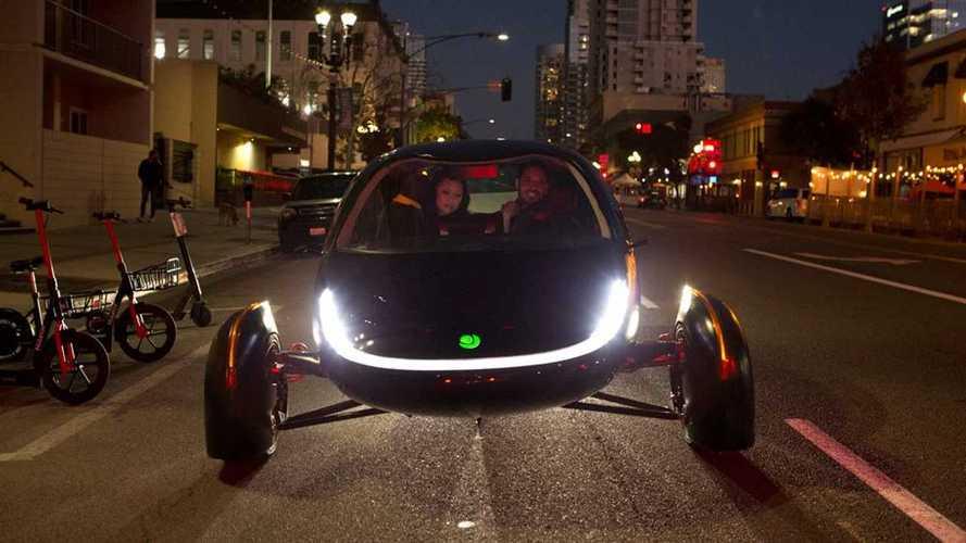 La stramba auto a energia solare parte fortissimo: subito 7.000 ordini