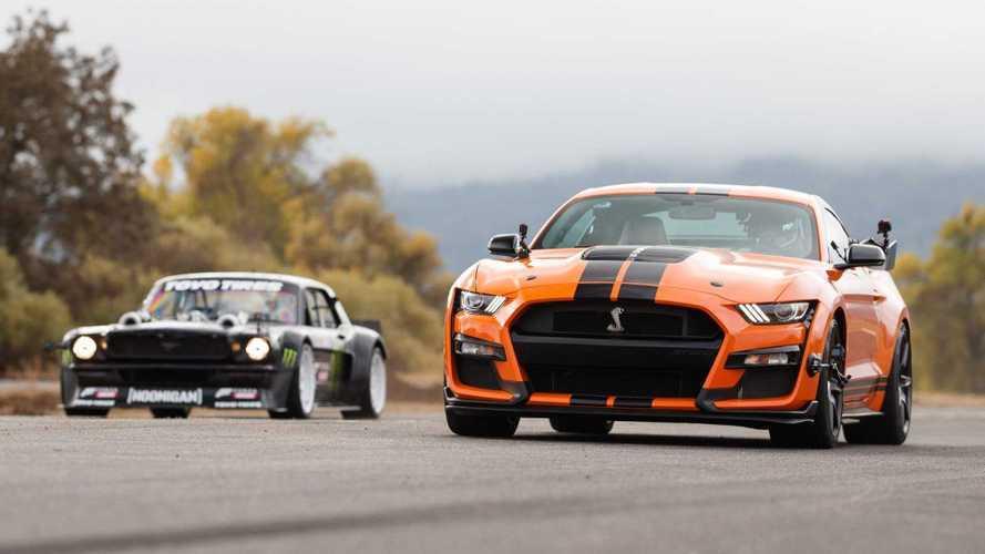 Ford Mustang contro Ford Mustang: una drag race da più di 2.000 CV