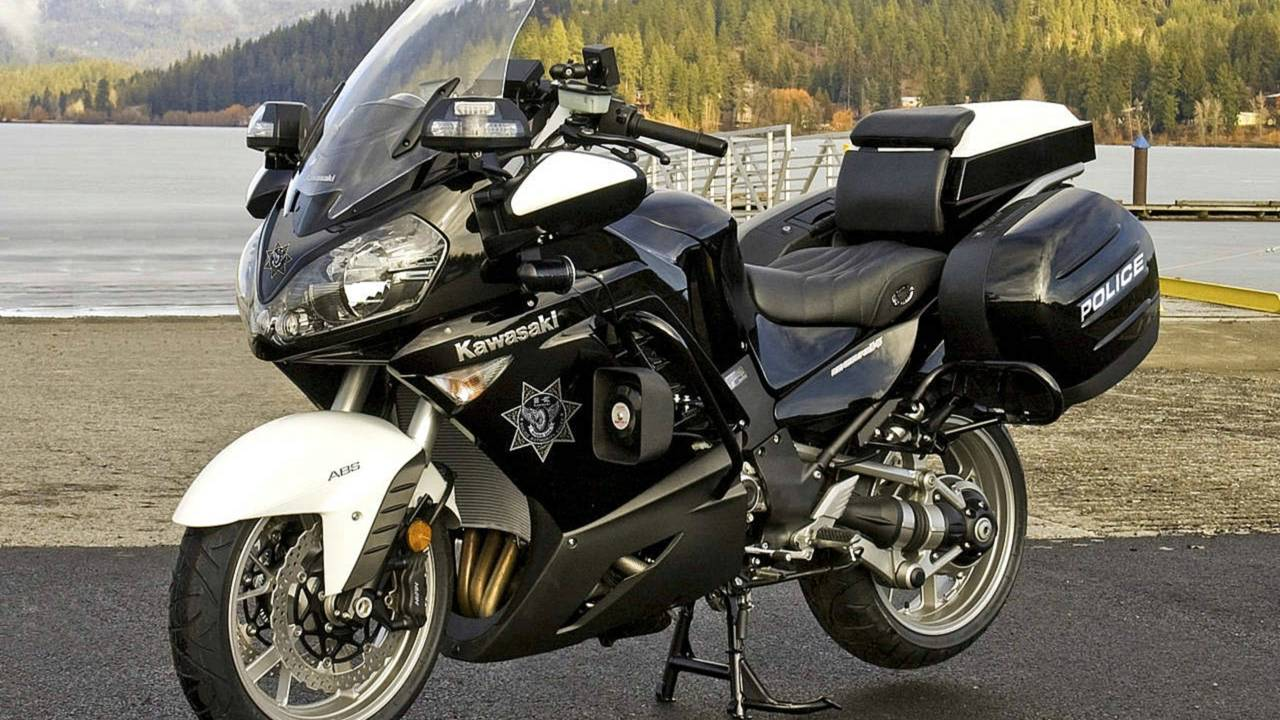 We Review a Cop Bike… Sort of  The 2015 Kawasaki Concours 14