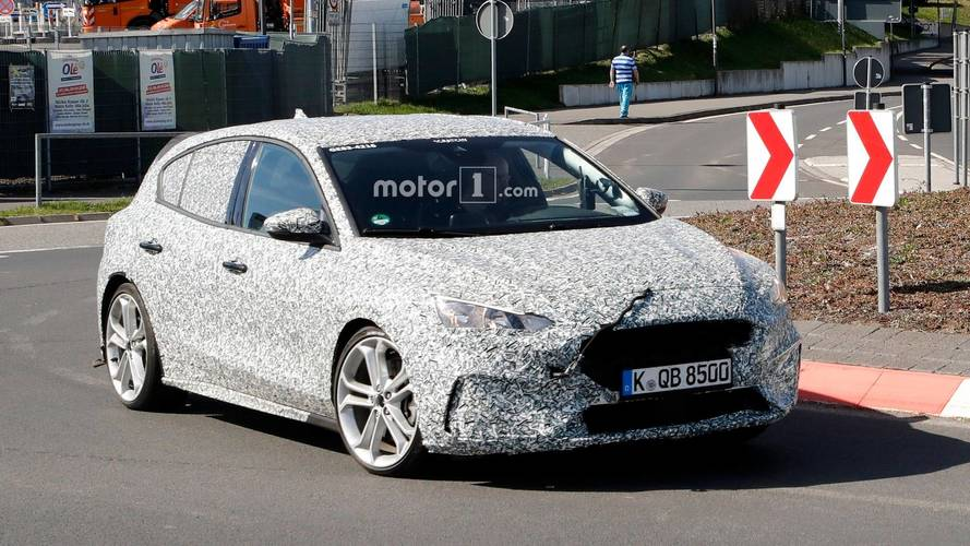 Ford Focus hot version prototype spy photos
