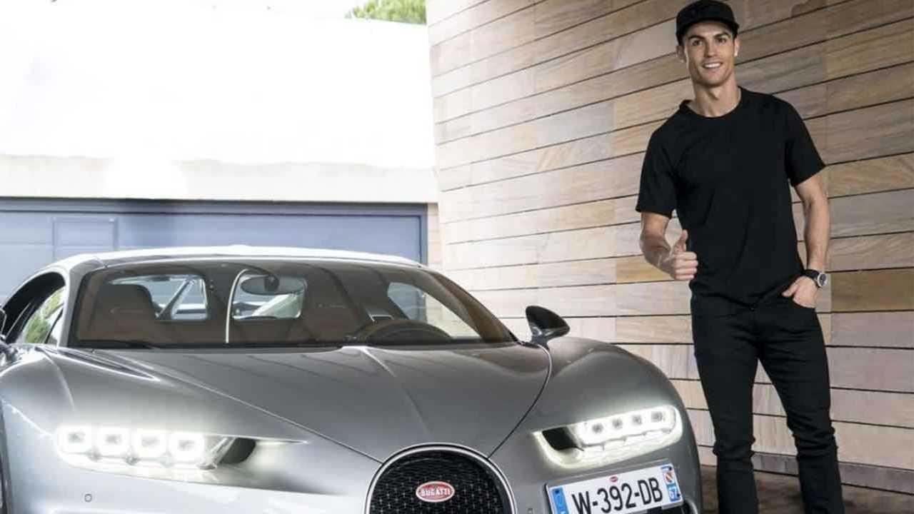 Cristiano Ronaldo dan salah satu Bugatti-nya.