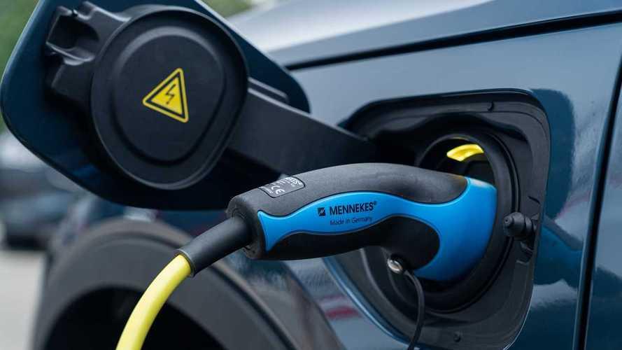 """Allarme incentivi per le auto elettriche: """"Il Governo intervenga"""""""
