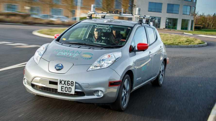 Nissan Leaf, 370 km a guida autonoma tra traffico e rotonde