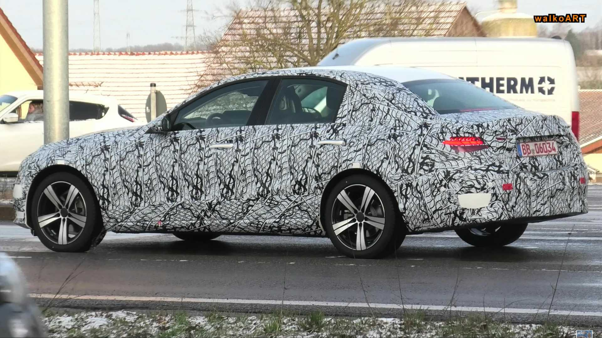 Flagra: Novo Mercedes-Benz Classe C 2021 estreia no final do ano Mercedes-benz-c-class-spy-video