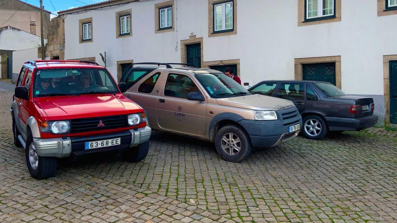 11 машин погибающего поселка Алмендра