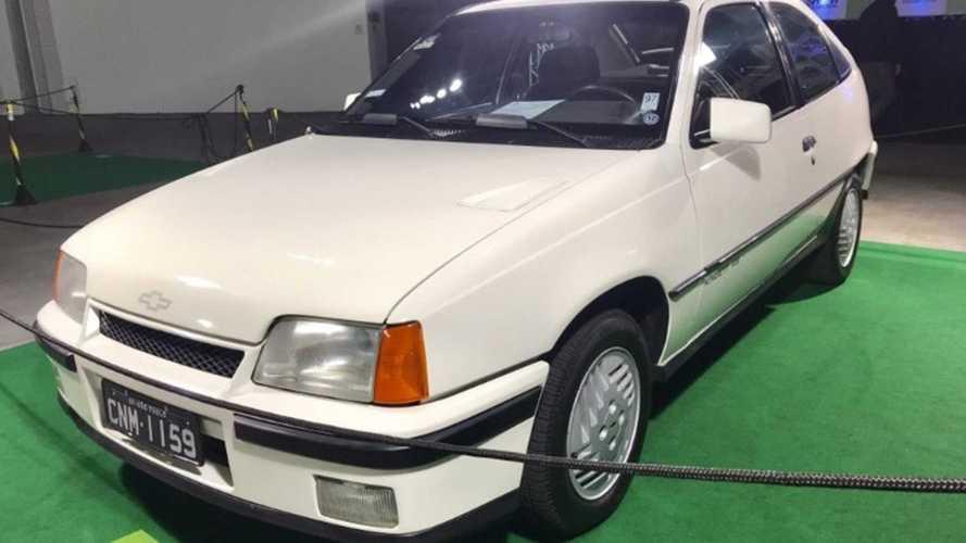 Collection: Chevrolet Kadett GS completa 30 anos e recebe placa preta
