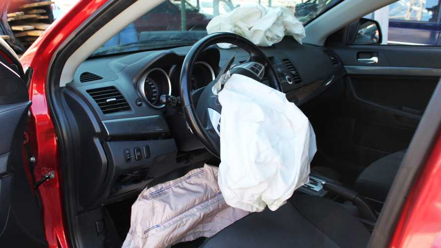 Knee Airbags Could Pose A Risk In Certain Situations, Says IIHS