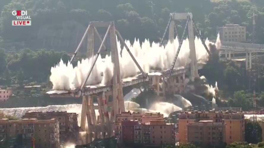 Ponte Morandi, il video e le immagini della demolizione