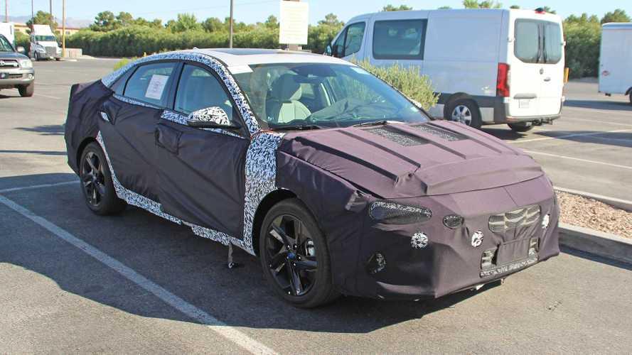 Yeni Nesil Hyundai Elantra Casus Fotoğraflar