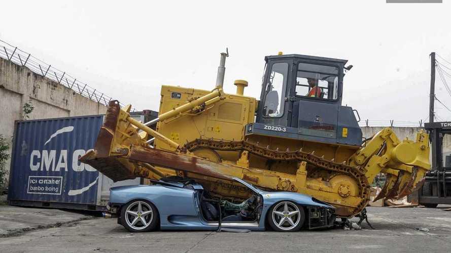Así queda el Ferrari 360 Spider aplastado por una excavadora