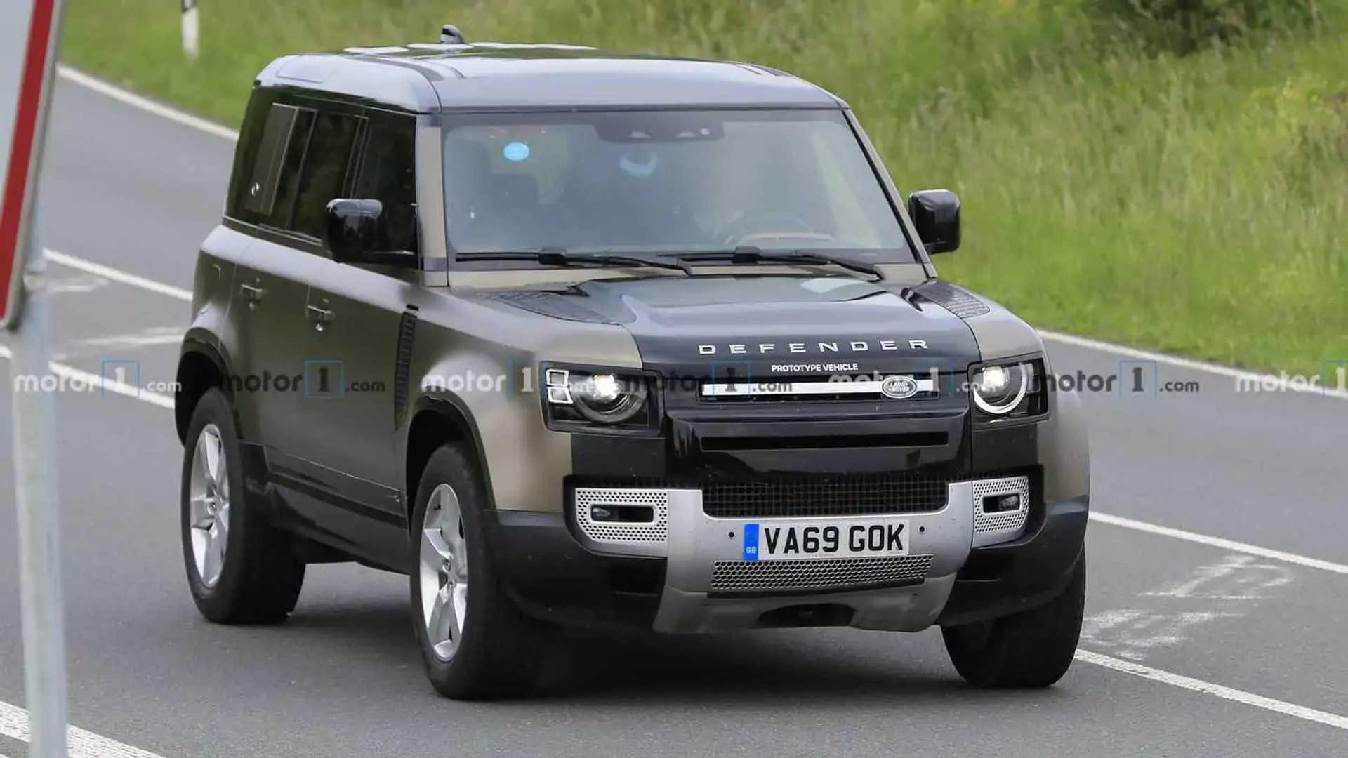 Land Rover Defender V8 Spy Photos