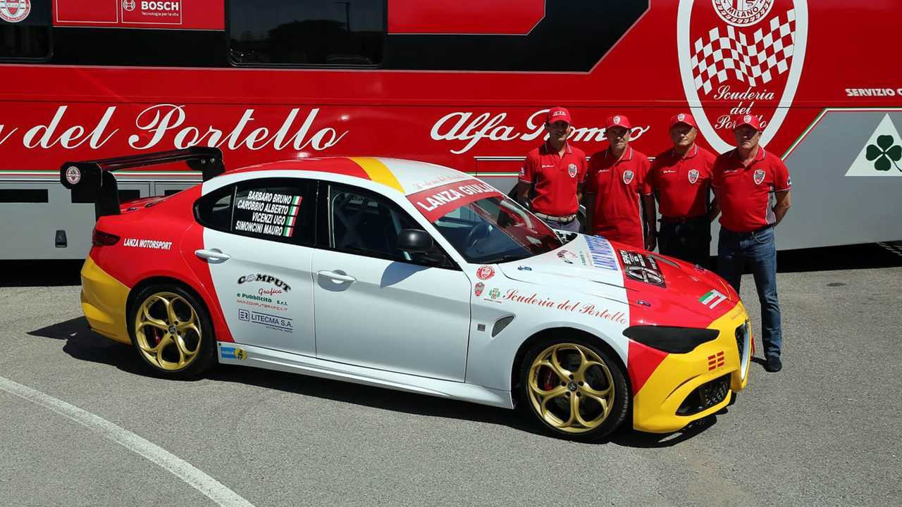 Alfa Romeo Giulia Quadrifoglio a Nürburgringi 24 órás versenyen