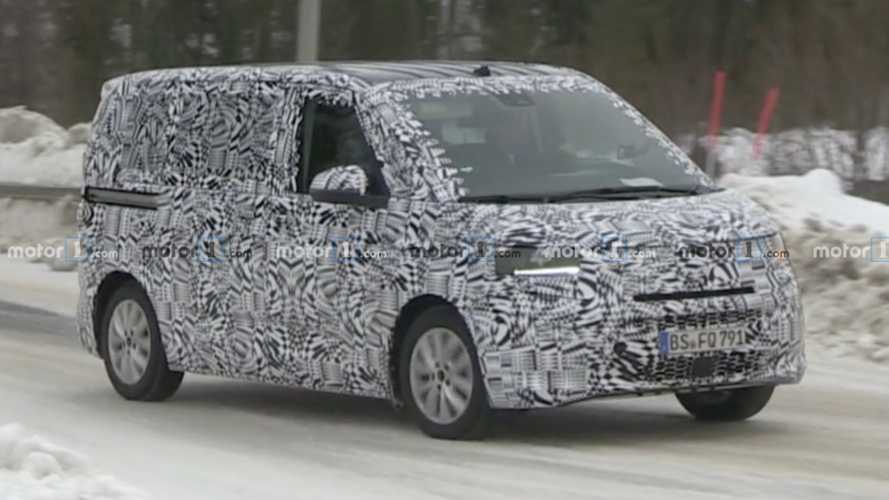 Volkswagen Transporter T7 spied on the move