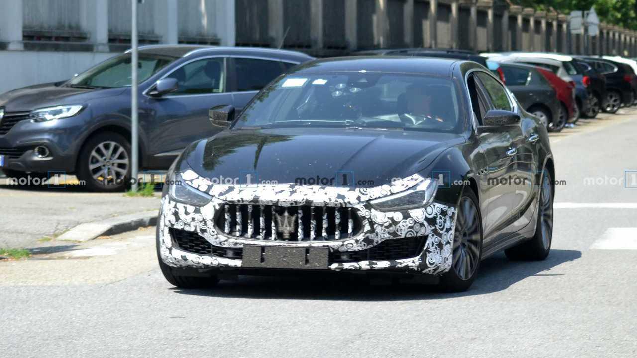 2021 Maserati Ghibli facelift spy photo