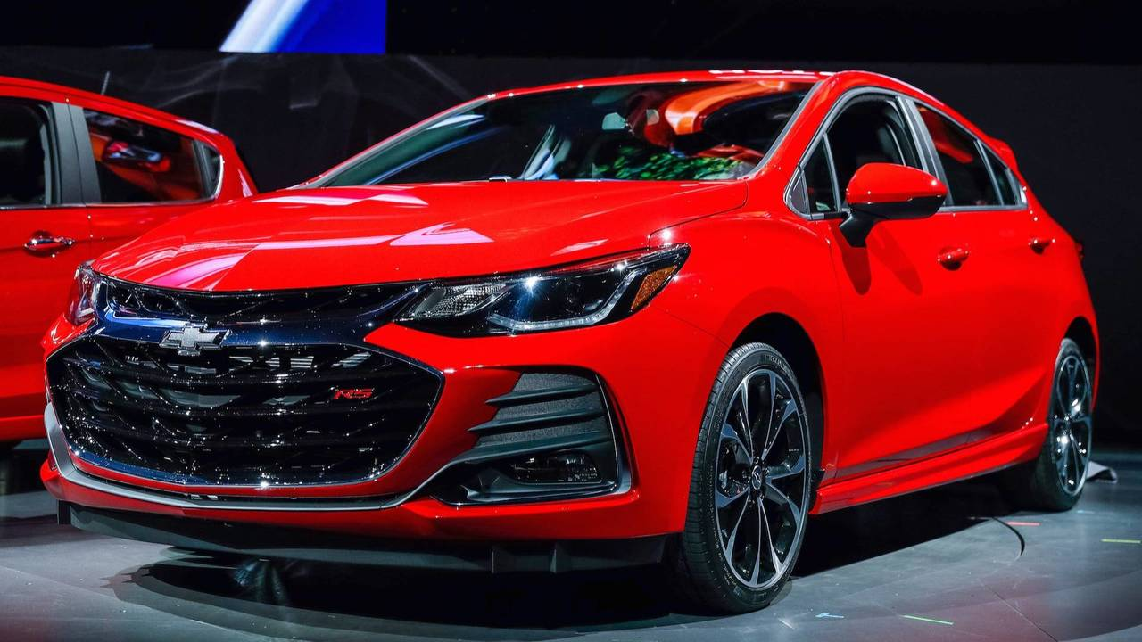 Chevy Cruze, Ford Focus Owners Switching To Other Brands: Report