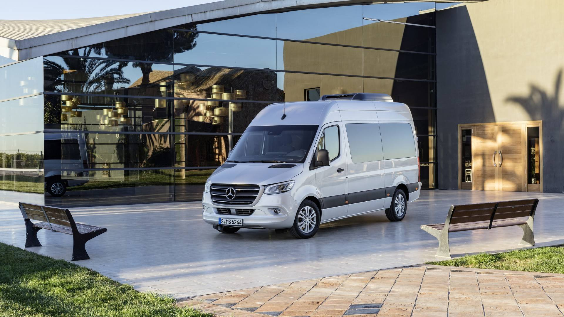 701b3d8186 2018 Mercedes Sprinter Debuts With 1