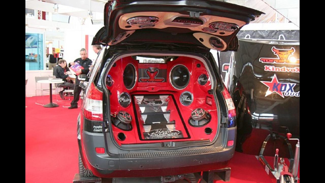 Der Renault Scénic ist eigentlich ein Familienvan. Viel Platz für Kinder-Spielzeug bleibt hier jedoch nicht