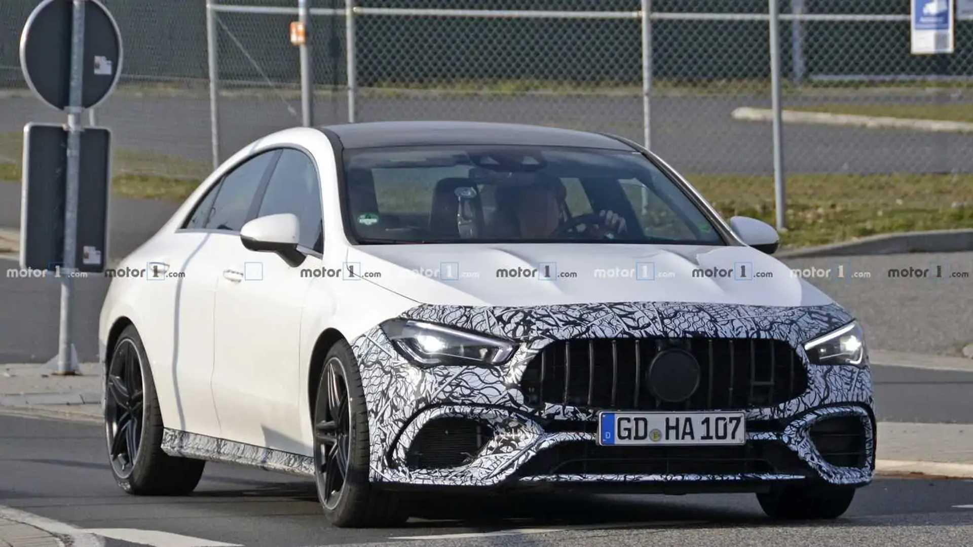 Mercedes-AMG CLA 45 começa a mostrar suas linhas Mercedes-amg-cla-45-spy-photo
