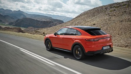 Panamera stílusjegyekkel debütált a Porsche Cayenne Coupé