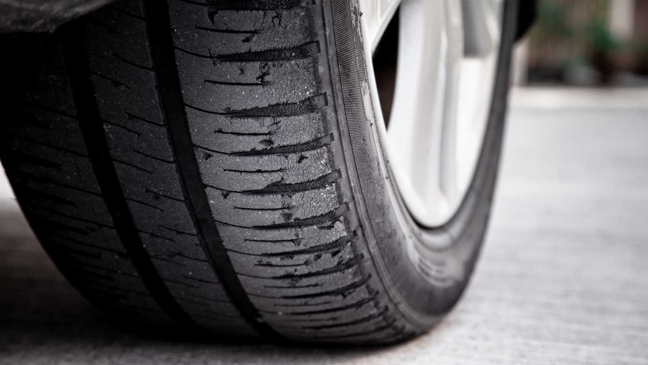 Tyre with damaged tread