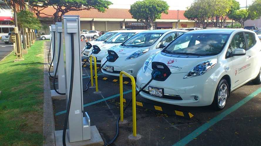 Hawaii Pushing For Law That Requires Minimum of 1 Charging Station in Parking Lots With 100 Spaces Or More