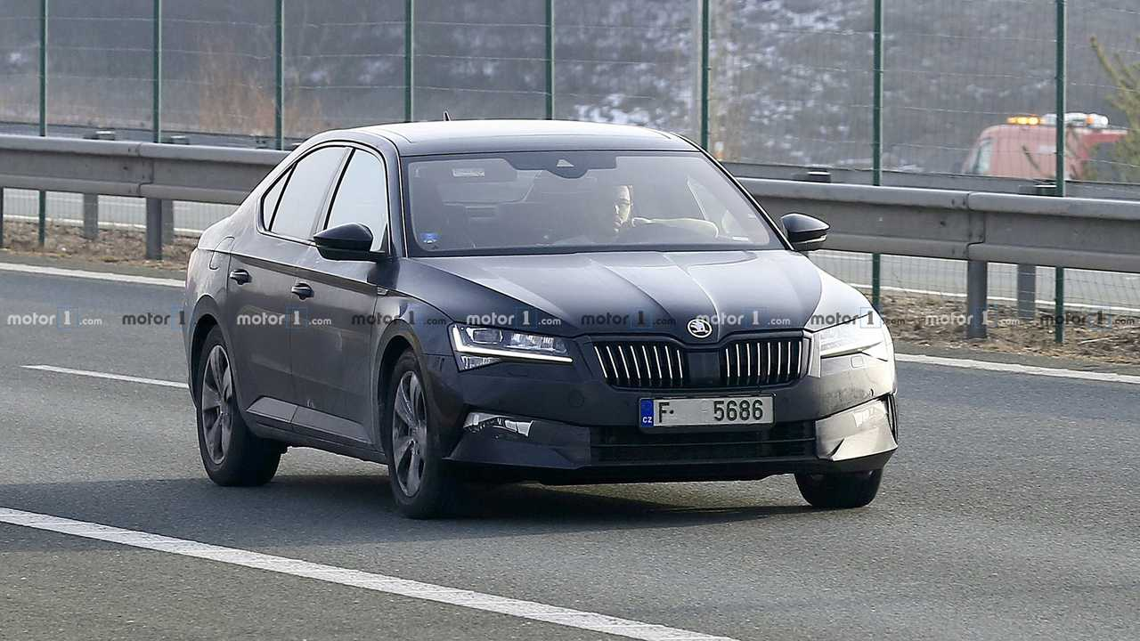 2019 Skoda Superb Facelift Caught Up Close In 30 Spy Shots