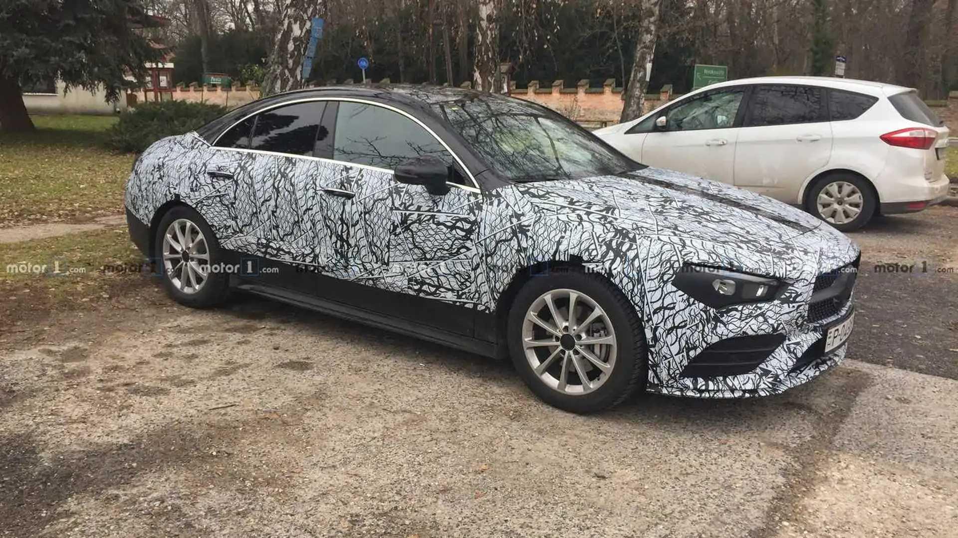 Mercedes CLA 2020 perde camuflagem e aparece pronto para estreia 2020-mercedes-cla-spy-photo
