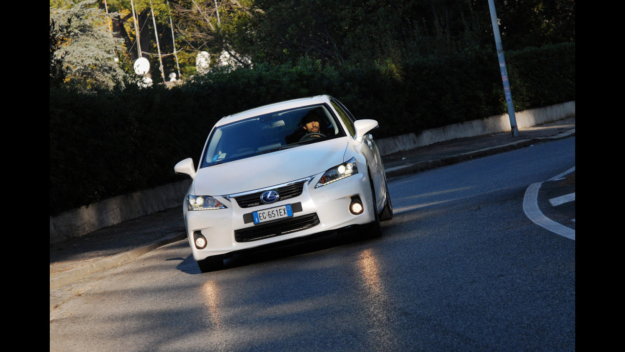 Lexus CT200h  -TEST