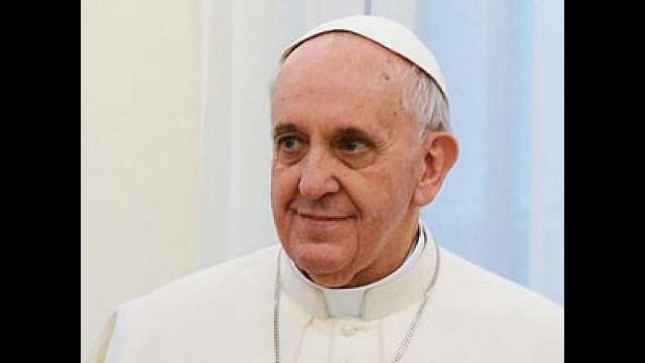[Copertina] - Papa Francesco: preti e suore non comprino auto di lusso
