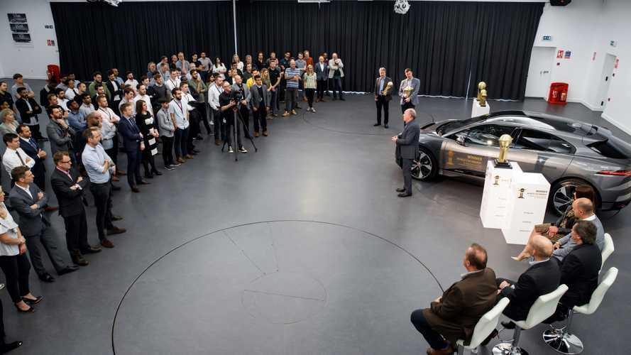 Jaguar a montré le J-Pace et la XJ électrique à quelques privilégiés