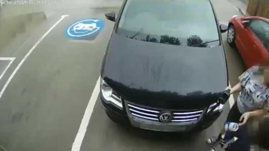 Volkswagen Driver Fails To Inflate Tires With DC Fast Charger: Video
