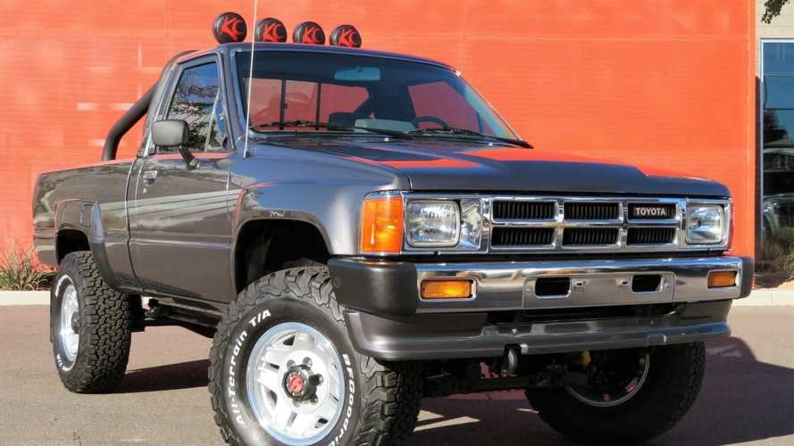 Immaculate Turbo Toyota Pickup Oozes '80s Goodness