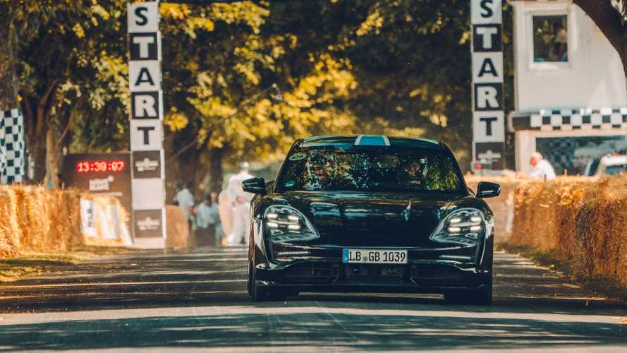 Mark Webber en Porsche Taycan s'attaque à Goodwood