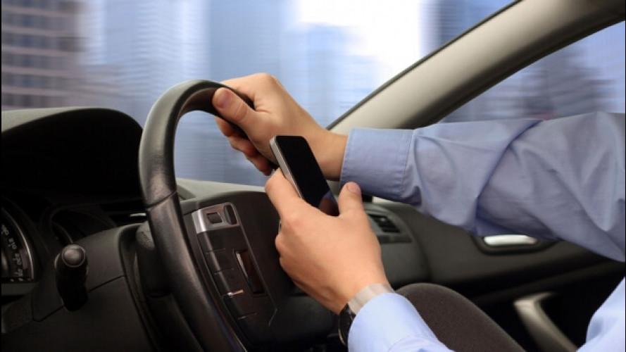 Smartphone alla guida, -10 punti e patente sospesa fino a 6 mesi