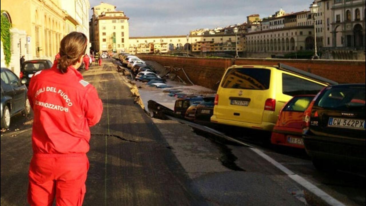 [Copertina] - Voragine lungarno Firenze, quale risarcimento per le auto