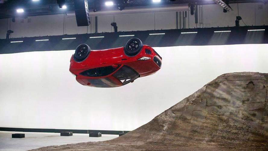 Jaguar E-Pace, il dietro le quinte dell'incredibile salto [VIDEO]
