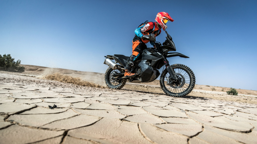 KTM, la 790 Adventure R in azione [VIDEO]